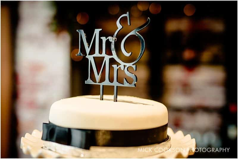mr & mrs wedding cake
