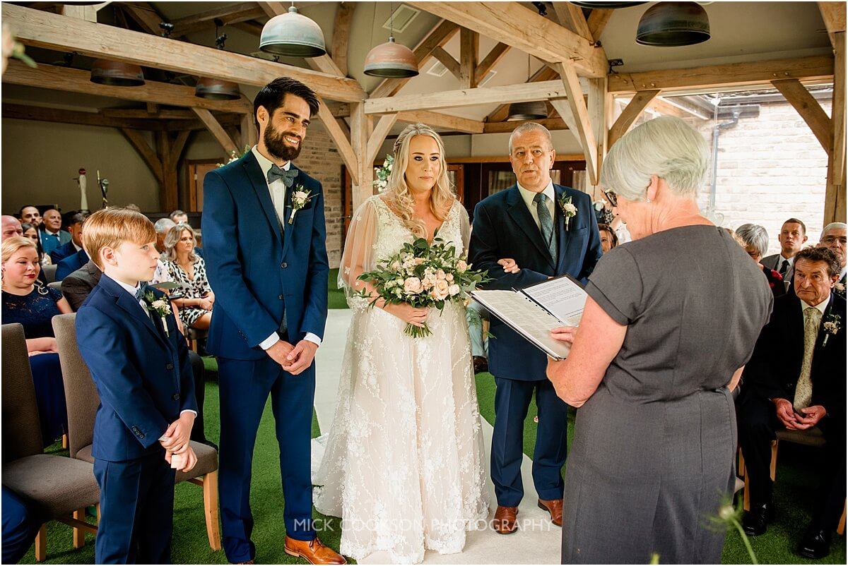 wedding ceremony at the white hart at lydgate